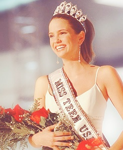 Shelley Hennig was Miss teen USA?! Say what!!!   #Beautiful