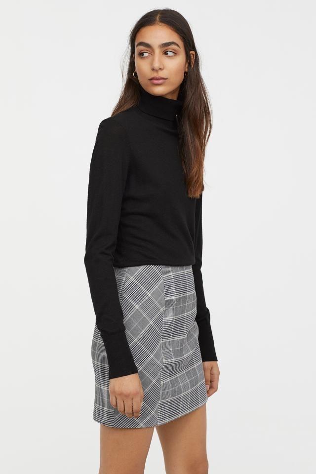 grå kort kjol