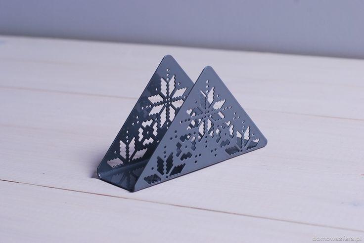 Metalowy serwetnik w szarym kolorze z zimowym motywem w stylu scandi.