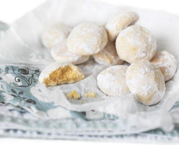 СНЕЖНОЕ ПЕЧЕНЬЕ В тесте используются только желтки, поэтому печенье получается нежным и рассыпчатым, красивого желтого цвета. Кстати, это печенье можно делать совсем крошечным — на один укус.