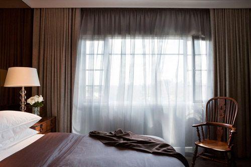 Melbourne bedroom designed by David Hicks. Image by Shannon McGrath.