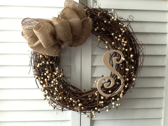 Berry Vine Wreath by mathewscrafts on Etsy. Christmas gift for mom? Love the S :)