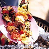 Groente en fruit op de barbecue (gebruik vegan mayonaise, eggreplacer i.p.v. ei, vegan kaas i.p.v. kaas, yoghurt van soja)