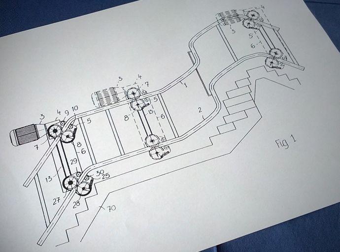 So sieht die Patent-Skizze für den Antrieb unserer kurvigen Treppenlifte aus: http://blog.hiro.de/2014/08/20/ein-beweis-fuer-dauerhafte-qualitaet/