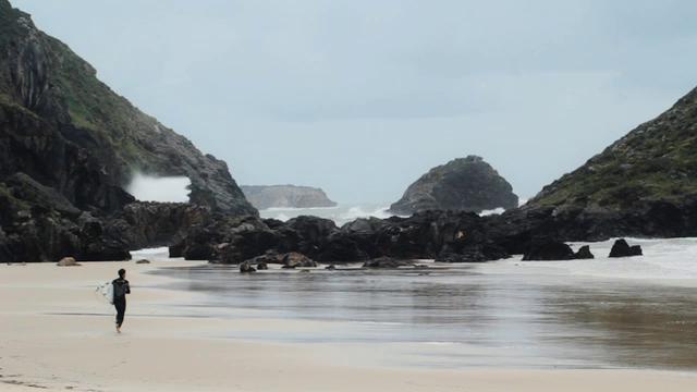 Viaje de surf a Planeta Palombina en Celorio Llanes Asturias Baños en las playas de Barro,Torimbia y San Martin www.planetapalombina.com info@planetapalombina.com