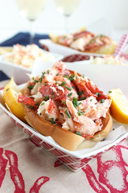 Easy Classic Lobster Rolls | The Suburban Soapbox