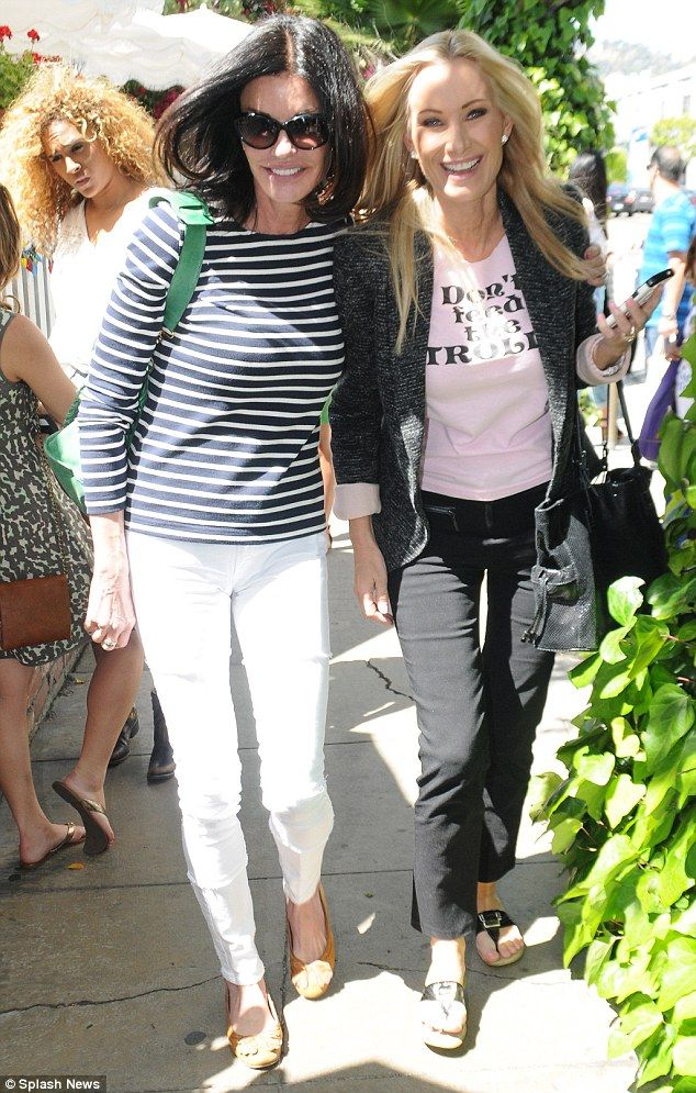 Besties celebrities show off matching skinny jeans for a walk in the park with paparazzi.