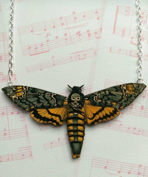 Collier papillon tête de mort. Collier de par TheCraftyCowShed