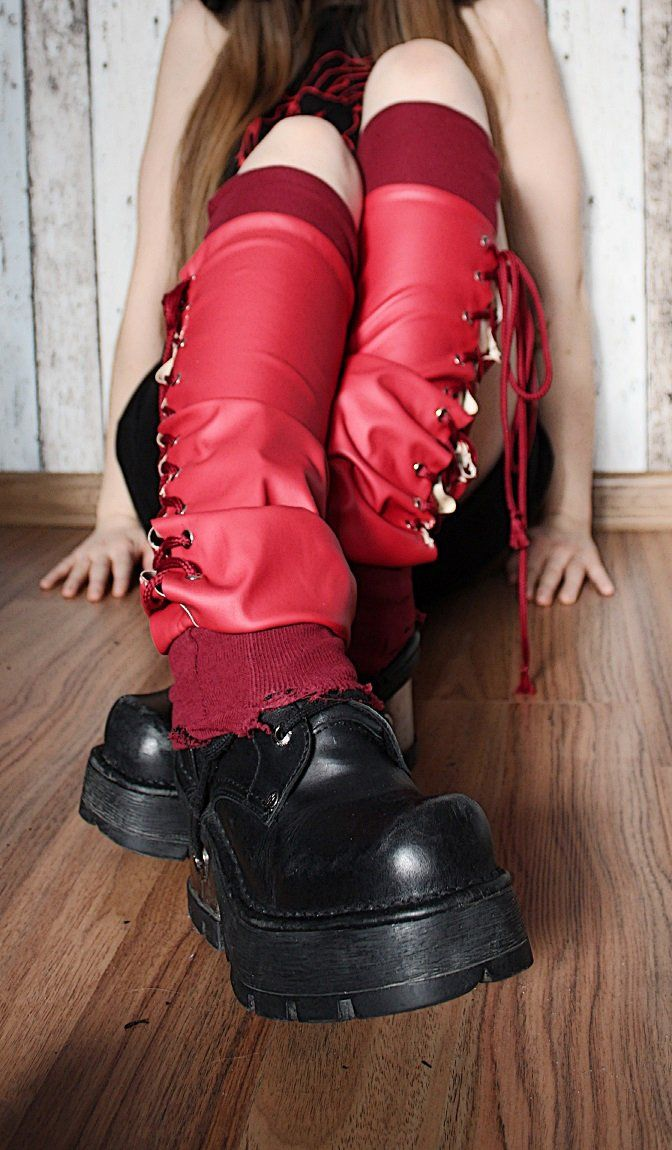 """--> STRICTLY LIMITED TO A SINGLE PAIR!!! <-- Red legwarmers made of faux leather with lacing. Calves: up to 34 cm (13"""") Lenght: 52 cm..."""
