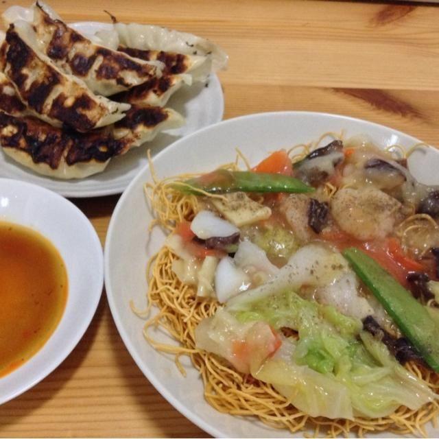 冷凍中華丼の具を使っての皿うどん - 2件のもぐもぐ - 皿うどん、焼きギョウザ by SasaMasa213