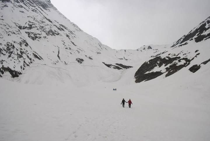 kugti Pass is located near the scenic hamlet of Kugti at an altitude of around 5,050 m above sea level. Its part of the Pir Panjal range of Central Himalayas, and a perfect destination for trekkers