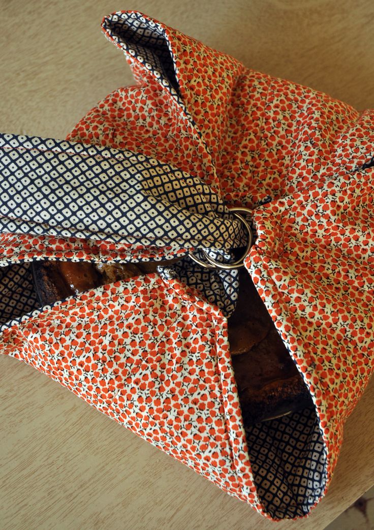 Sewing Tutorial: Pie Carrier Tote-- great idea! Could hold anything circular in shape.