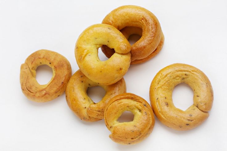These crunchy, bite-size rings are ubiquitous in Puglia, in southern Italy, and they are as addictive as peanuts or popcorn.