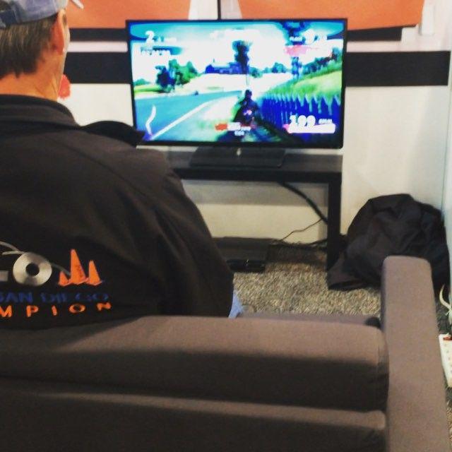 """Pour les gamers voici un ajout pour vos canapés afin de """"ressentir le jeux"""" #CES2016 #eurekapark #immersit"""