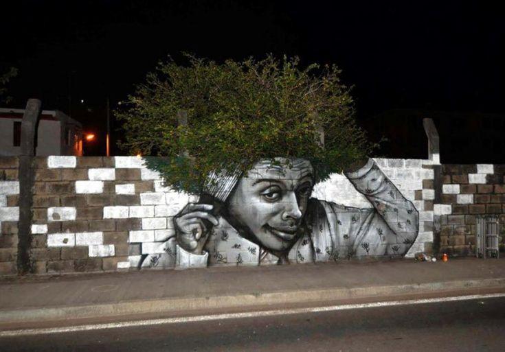 Il murale di strada a Fort de France, sull'isola di Martinica, incorpora alla perfezione l'albero dietro al muro dell'opera artistica, creando un'unica straordinaria immagine. Il pezzo è opera di Nuxuno Xän  foto di Rosali Rodrigues