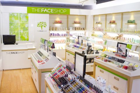 日本でも有名な韓国コスメ「THE FACE SHOP(ザ・フェイスショップ)」!マッカリー・ショッピング・センターに位置する1号店 に引き続き、ワードウェアハウス内に2号店がオープンしました!