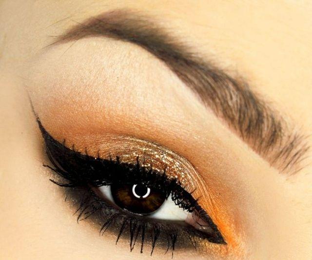 Augen mit bronzen Lidschatten und Lidstrich betonen