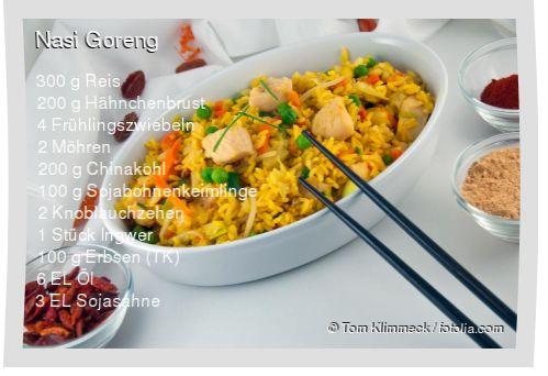 Leckeres Nasi Goreng Rezept mit einfacher Schritt-für-Schritt-Anleitung: Reis waschen und in 600 ml gesalzenem Wasser mit geschlossenem Deckel zum kochen...