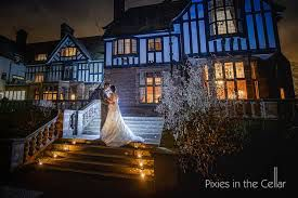 Image from http://www.pixiesinthecellar.co.uk/wp-content/uploads/2015/02/186-wedding-photography.jpg.