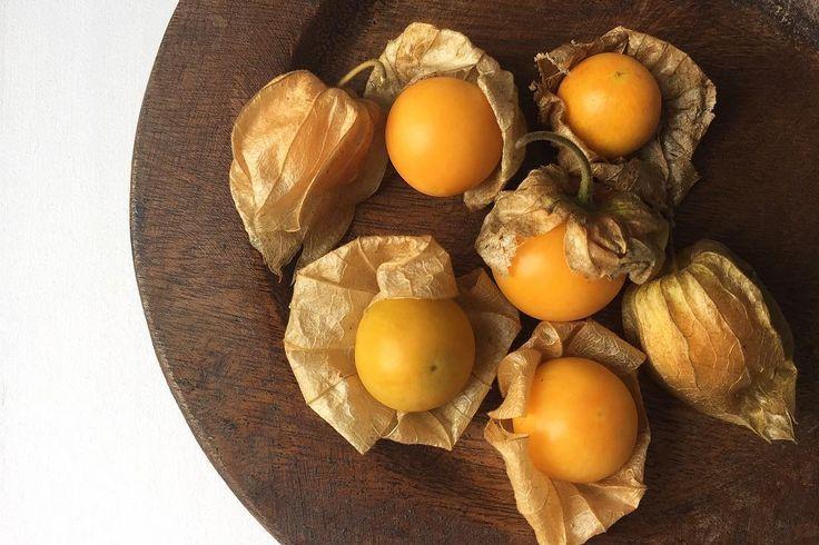 またこの季節 タイで食べたGooseberry ほおづき ただまだ早すぎたのかちょーっと青味が強かった 前にタイで食べたケーキに使われていて初めて食べたときの記憶とは違う味 うーん見た目ではわからない . . #thailand #chiangmai #scenery #gooseberry #fruits #life #travel #rustic #morning #タイ #チェンマイ #暮らし #チェンマイ暮らし #風景 #旅 #ほおづき #朝
