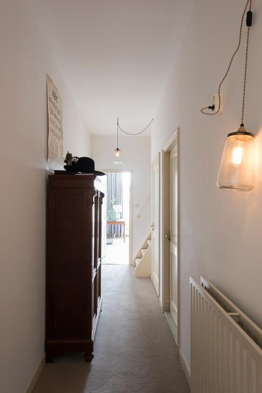€298 Doté d'une connexion Wi-Fi gratuite dans l'ensemble de ses locaux, l'établissement De Hoedenmaker propose un hébergement situé à Amsterdam.