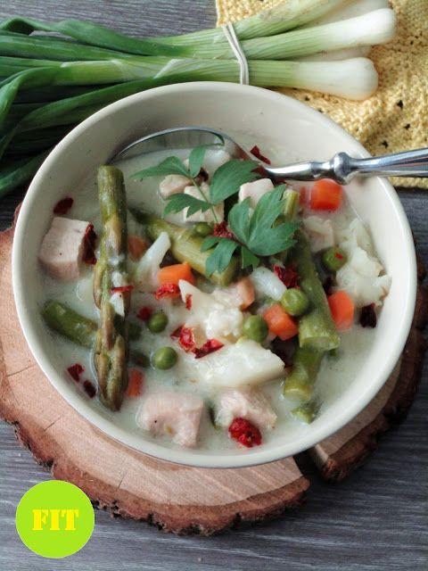 Pyry na Gaz: Warzywna potrawka z szparagami i kurczakiem
