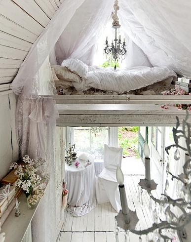 White shabby chic attic bed plank flooring atelier