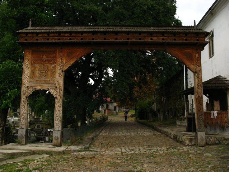 Poartă secuiască în curtea Bisericii fortificate, strada Cetăţii 1, Sfântu Gheorghe/Sepsiszentgyörgy