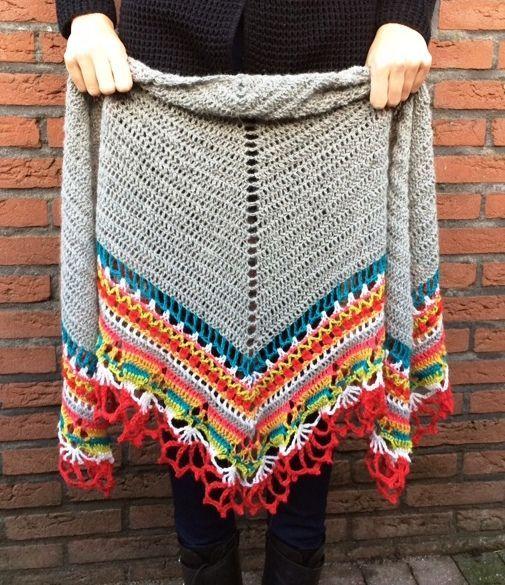 ** For English please scroll down!** Voor het nieuwe jaar hebben we iets speciaal ontworpen: Onze allereerste Crochet-A-Long (of CAL)! Na onze 'Mystery Knit-A-Long' van het laatste jaar hebben we zoveel vragen voor een CAL gekregen dat we besloten hebben om nu een CAL te doen. We hebben een mooie omslagdoek ontworpen, met vele kleuren