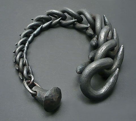 SOPHIE HANAGARTH, BRACLET, 2012. IRON FROM TRAPS.