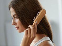 """Suché, """"šustivé"""" vlasy mohou být jednou z nejhorších nočních můr. Boj s křehkými, lámavými a roztřepenými vlasy je tak těžký! ..."""