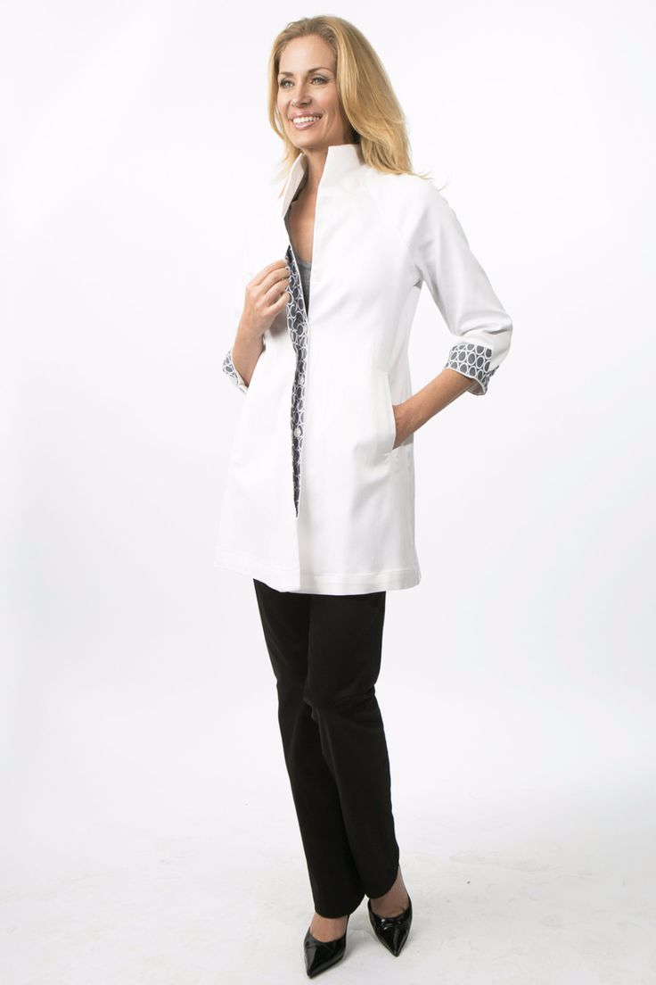 THE ESSENTIAL WHITE LAB COAT