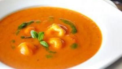Tortellini en pomodori soep