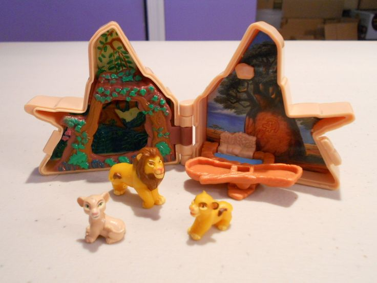 One of my favorite toys as a kid. Still in good condition Disney Lion King Polly Pocket Playset Complete Simba Nala Mufasa Figures