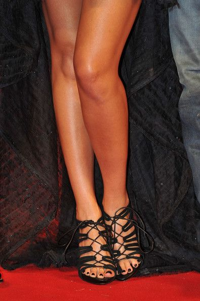 """Jessica Alba Photos Photos - Leg and shoe detail as Actress Jessica Alba attends the """"Machete"""" premiere during the 67th Venice Film Festival at the Sala Grande Palazzo Del Cinema on September 1, 2010 in Venice, Italy. - Machete - Premiere:67th Venice Film Festival"""