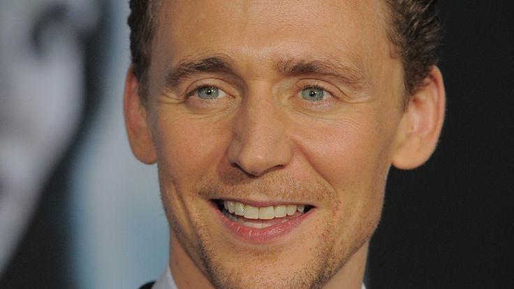 Tom Hiddleston Hits 2 Million Twitter Fans, So It's Time He Step Up His Tweet Game | Bustle
