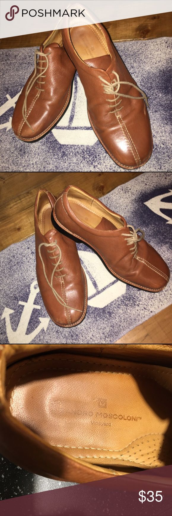 Mens Shoes Sandro Moscoloni Vineyard Oxfords Sz13D Leather Oxfords Tan Color. Pre-owned with some minor scuffs, please see last 3 photos. Soles very good still. There is lots of wear left on these quality shoes. Please ask if you have any questions. See my other items as well. Sandro Moscoloni Shoes Oxfords & Derbys