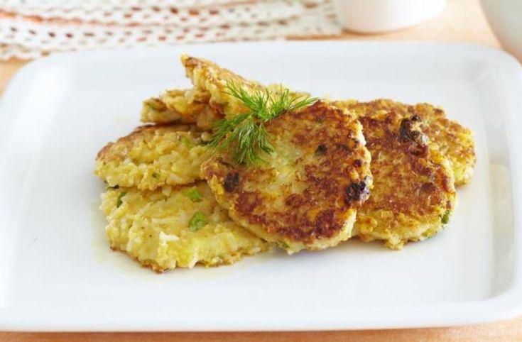 Ці оладки можна приготувати, якщо у вас залишилося трохи відвареного рису і вам шкода його викидати. А можна відварити рис і спеціально для оладок – вони варті того. Не пошкодуйте улюблених спецій - і звичайний сніданок перетвориться на справжнє свято смаку. Що робити далі – читайте у рецепті.