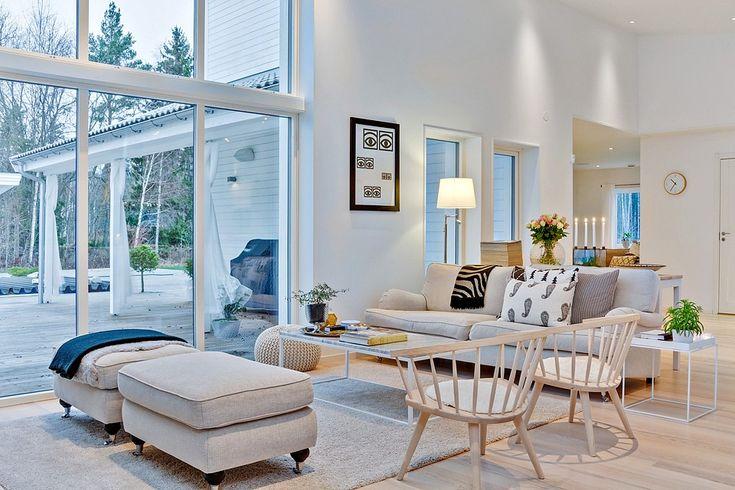 Välkommen till Västerås kanske finaste hus. Här hittar vi ett egenritat hus från 2011 fördelat på 208 kvm, fantastisk rymd och öppna ytor. Låt dig inspireras av såväl huset i sig och alla vackra…