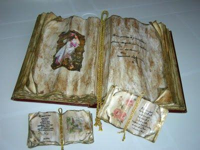 Prendo del cartoncino anche di riciclo (copertine di quaderno vecchie, raccoglitori da gettare ecc...) e dei fogli di carta bianca (6 o 7). ...