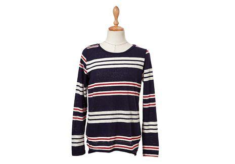 マルチボーダー柄ラウンドネックTシャツ。 着まわし力抜群のボーダー柄トップスです。 ヴィヴィッドなレッドカラーの差し色がアクセント♪ やわらかいラウンドネックが女性らしく優しい雰囲気を演出します。 薄手の軽いコットン素材で肌触りよく着心地も抜群◎ どのカラーも若干透け感がありますのでご参考ください。 ◆2色:ネイビー/グレー