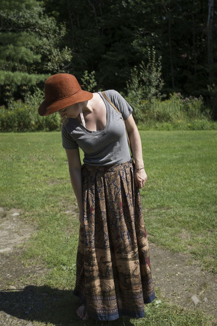 ECO STYLE | Grey t-shirt – made in USA  |  Vintage skirt – thrifted  |  Sandals – made in Canada Vintage leather bag – thrifted   |  Vintage felt hat -thrifted  |  Handmade lace earrings – Local designer