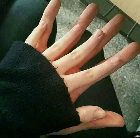 My little hand vs his big hand    [ BOYFRIEND MATERIAL]