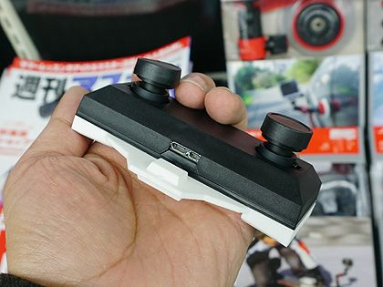 VRヘッドマウントディスプレイに装着してハンドトラッキングを実現するステレオカメラ「Ovrvision Pro(OVRPROWIZ)」がアスクから発売された。メーカーはしのびや.com。