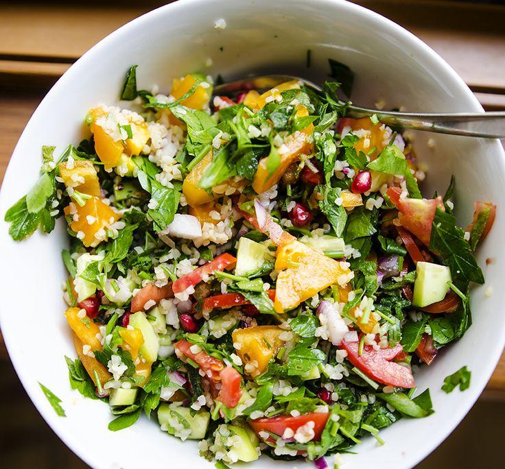 So fresh, so clean: parsley, mint, cucumber, tomatoes, bulgur, onion, pomegranate, olive oil lemon juice. Vegetables and herbs from our garden./ Salată proaspătă cu pătrunjel, mentă, castraveți, roșii, bulgur, ceapă, rodie, ulei de măsline, suc de lămâie. #foodcoaching #easypeasy