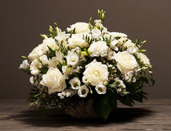 10 best toussaint fleurs et plantes images on pinterest for Bouquet roses blanches