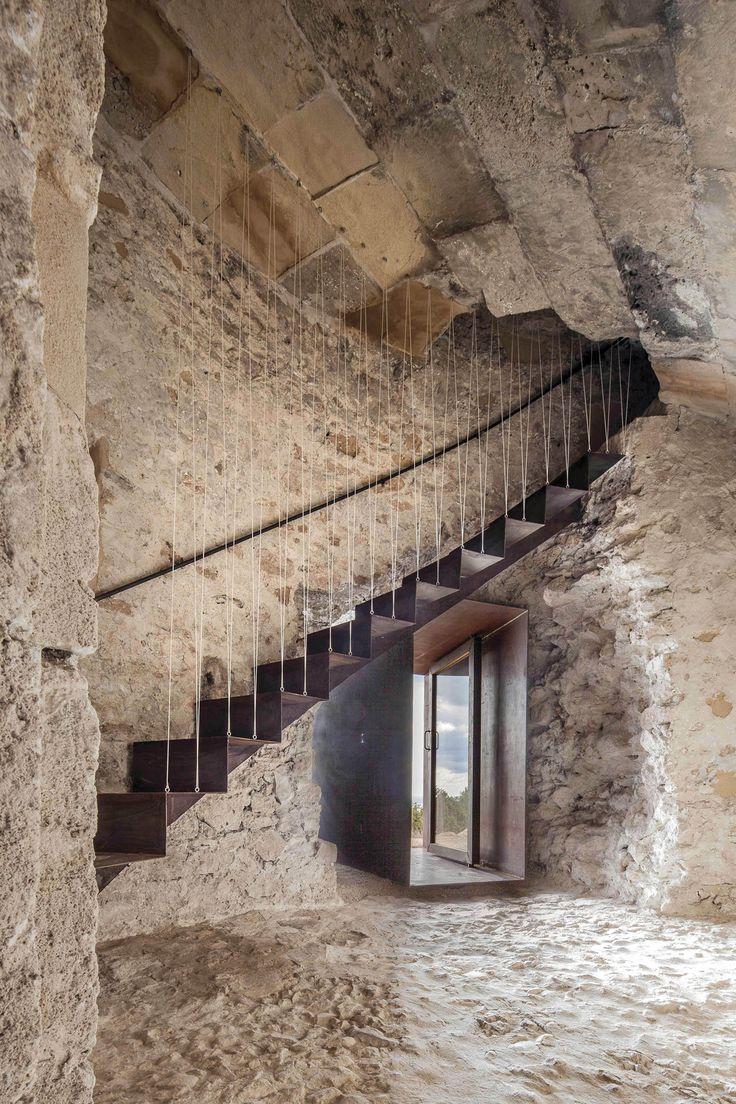 Formentera La Torre des Pi des Català es una de las cuatro torres de defensa que existen en la costa de la isla de Formentera, construídas entre 1762