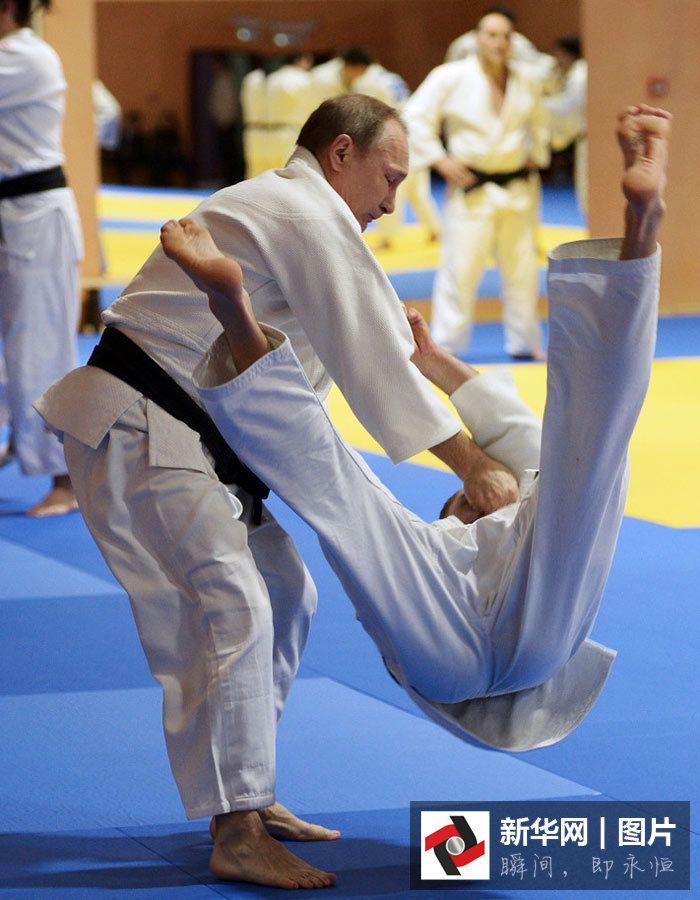 Президент России Владимир Путин провел тренировку с российской сборной по дзюдо