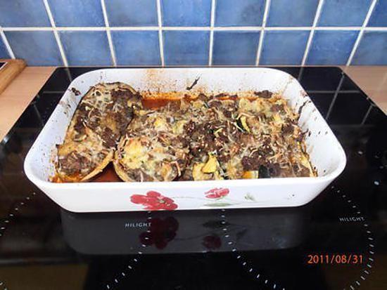 La meilleure recette d'Aubergine au four! L'essayer, c'est l'adopter! 4.8/5 (4 votes), 3 Commentaires. Ingrédients: viandes hachés 250g à 300g sauce tomate au basilic gruyère rapé 2 oeufs 1 oignon ail persil 2 aubergines