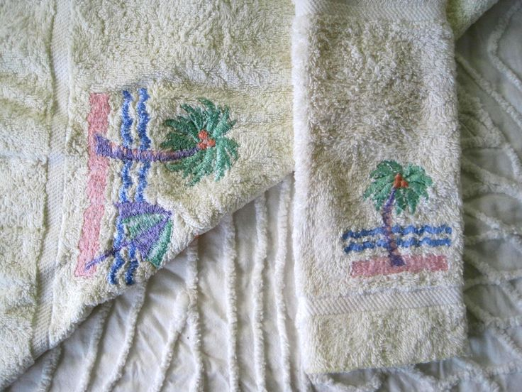Vintage Towels, Hand Towel and Washcloth, Palm Tree Motif, Tropical Decor, Bath, Pre GMO Cotton, Avanti Linens, Made in USA by SharetheLoveVintage on Etsy